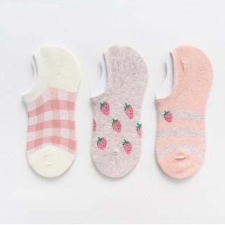 Набор носков«Клубнички» короткие в мягкой упаковке, 3 пары